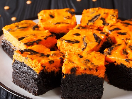 Шоколадово брауни с тиква - подходящ десерт за Хелоуин (Halloween) - снимка на рецептата